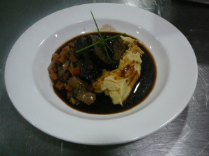 Slow cooked beef cheeks, roasted garlic and parmesan mash