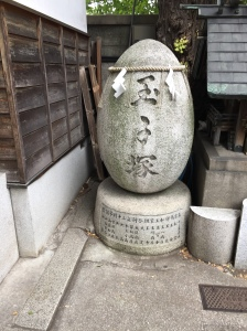 Egg monument at Namiyoke Inari Shrine, Tsukiji