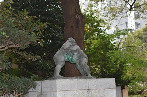 Sumo Statue near the sumo field