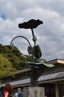 Close up of other elements around the main statue