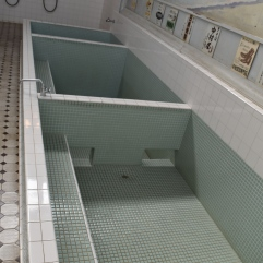 The baths with different areas for different temperatures